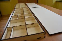 lasersko-izdelovanje-skatlic-montessori-crke-modra-delavnica