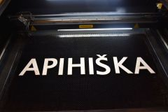 lasersko-rezanje-črk-napisov-logo-modra-delavnica
