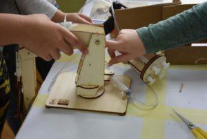 Sestavljanje hidravlične robotske roke